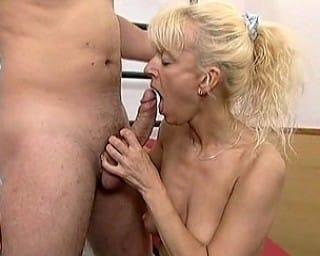 retro-mature-blonde-fucking-at-the-gym