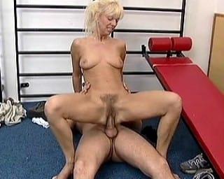 retro-mature-blonde-fucking-gym