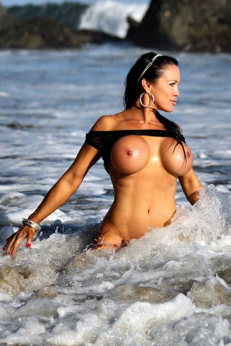 samantha-kelly-hot-nude-beach-bunny