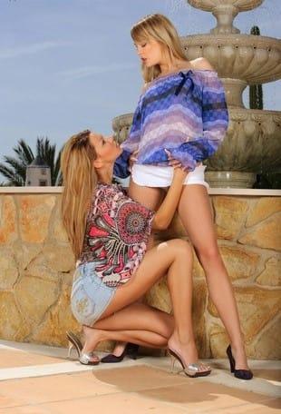 sapphic-erotica-beatrice-klaudia-flirting