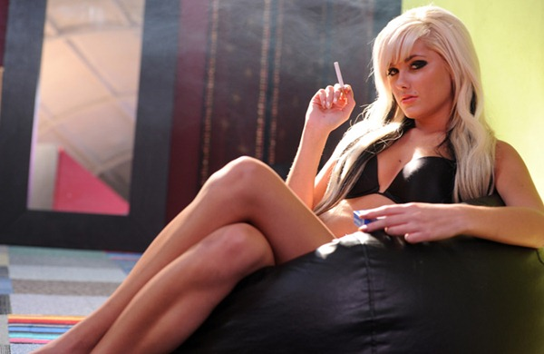 sian_teases_you_with_her_smoking