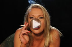smoking-models-abigail-toyne