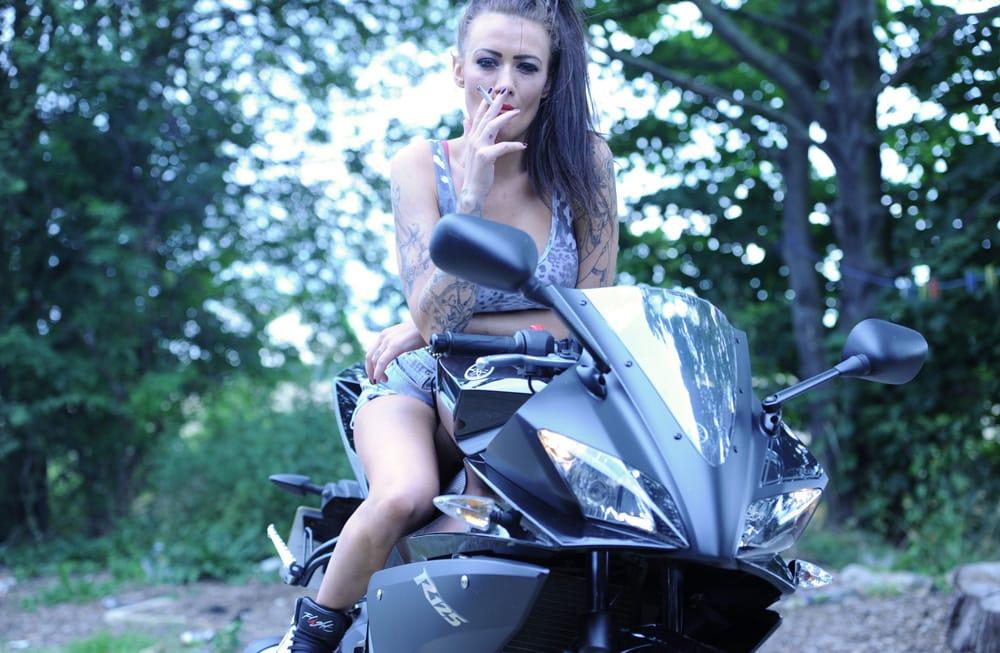 smoking-models-biker-chick-becky