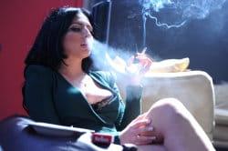 smoking_models_videos_marlboro_reds_in_the_sunligh