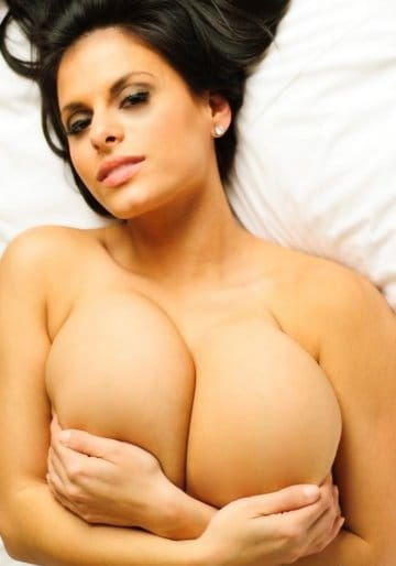 wendy-fiore-playing-with-her-boobs