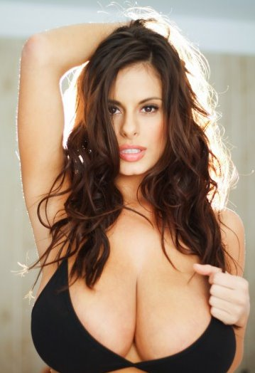 wendy-fiore-posing-sexy-for-the-cam