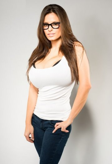 wendy-fiore-tank-and-glasses