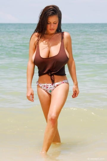 wendy-fiore-walking-on-the-beach